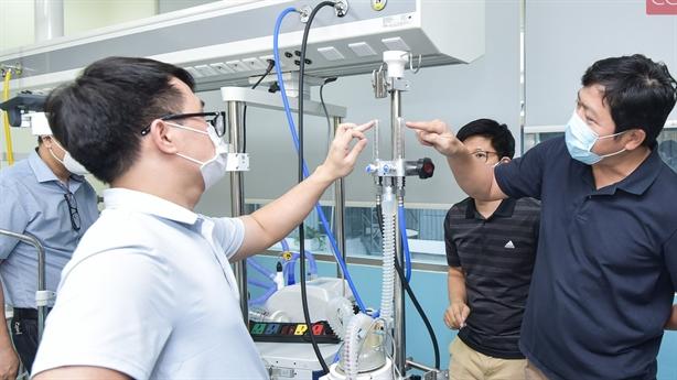 Việt Nam sản xuất máy oxy dòng cao chống Covid-19