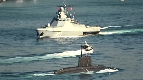 Ba Lan chê tàu ngầm Nga: Cứ nhìn NATO rồi hãy nói
