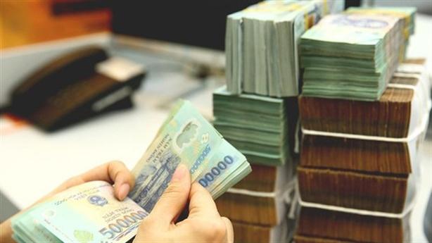 Người dân bớt gửi tiền vào ngân hàng