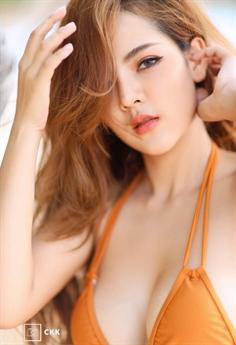 Mới đây, người đẹp xứ Chùa Vàng Montakan Kaengraeng khiến người hâm mộ không ngớt lời khen với bộ ảnh mới của mình.