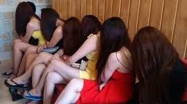 Hà Nội: Gái bán dâm vui vẻ với khách giá 7 triệu