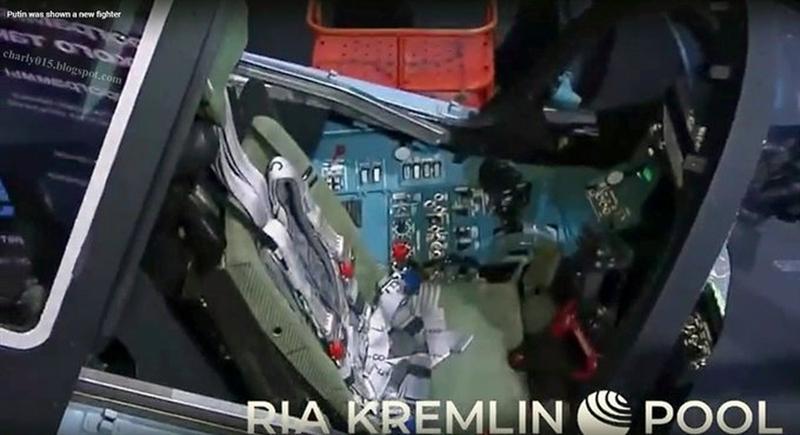 Tiêm kích Checkmate đã được tháo toàn bộ tấm vải che trong ngày khai mạc Triển lãm MAKS-2021. Hình ảnh được công bố cho thấy, Checkmate có một động cơ, với cửa hút gió lớn phía trước nằm dưới buồng lái gần giống nguyên mẫu X-32 của Boeing.