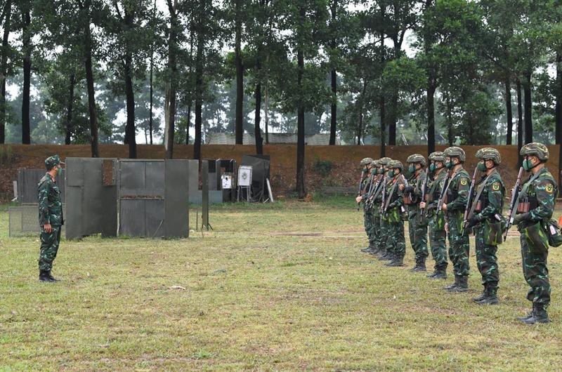 Các xạ thủ bắn súng quân dụng và bắn tỉa của Đội tuyển Quân đội nhân dân Việt Nam đang huấn luyện tại thao trường để tranh tài tại Hội thao Quân sự Quốc tế (Army Games) 2021 do Nga chủ trì tổ chức.