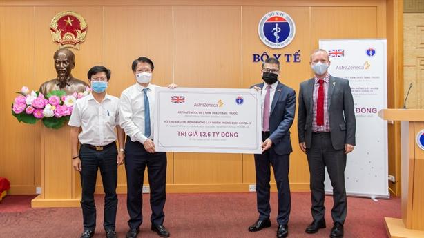 AstraZeneca Việt Nam trao tặng 150.000 hộp thuốc cho Bộ Y tế