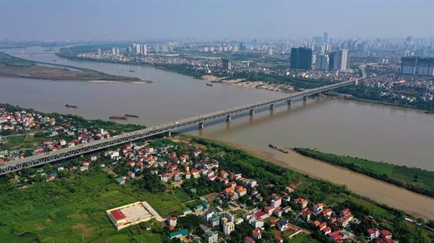 Hai tuyến đường ven sông Hồng: Cao bao nhiêu là đủ?