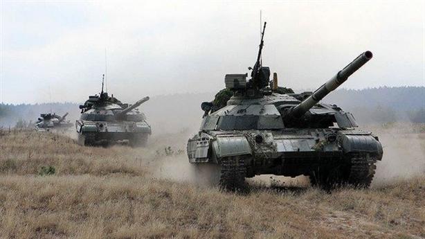Ukraine tập trận: Javelin xịt, T-64 bắn nhầm khu dân cư