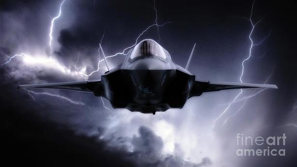 F-35B Mỹ bị sét đánh hỏng nặng