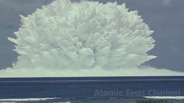 Vụ nổ hạt nhân Wahoo tạo núi nước cao hơn 700m