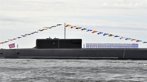 Sức mạnh siêu tàu ngầm Knyaz Vladimir lần đầu duyệt binh