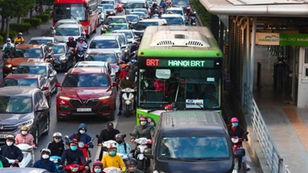 BRT Hà Nội không hiệu quả: Bài học buồn, ai nghĩ lại?