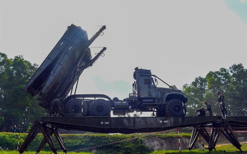 Tiểu đội Bắc cầu cứng TTM có điểm khác biết là quy chế thi năm nay yêu cầu khó hơn, độ dài hào chống tăng hơn 60m