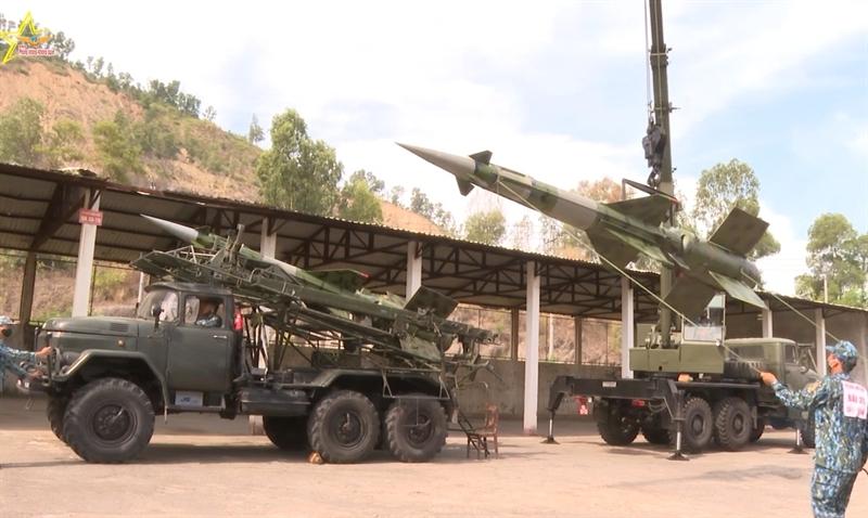 Để chiến đấu thắng lợi thì yếu tố quan trọng là phải kịp thời đảm bảo đạn tên lửa cho các đơn vị hỏa lực.