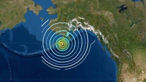 Cảnh báo sóng thần sau động đất mạnh ở Alaska