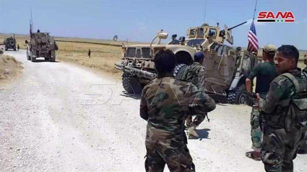 Lính SAA buộc xe Mỹ quay đầu khi cố tiến gần Nga
