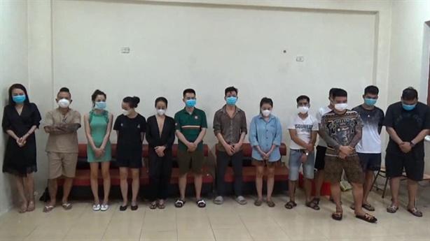 'Thánh chửi' Dương Minh Tuyền bị bắt trong tiệc sinh nhật