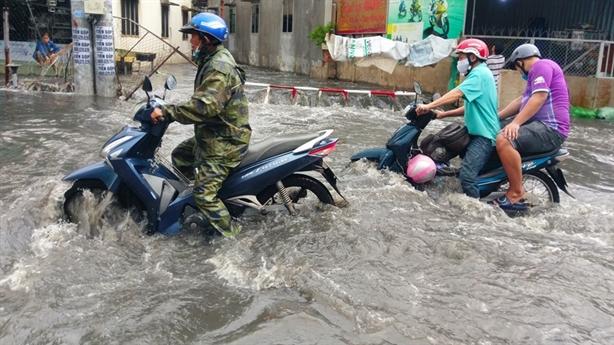 Thời tiết ngày 31/7: Tối nay, Hà Nội có mưa to