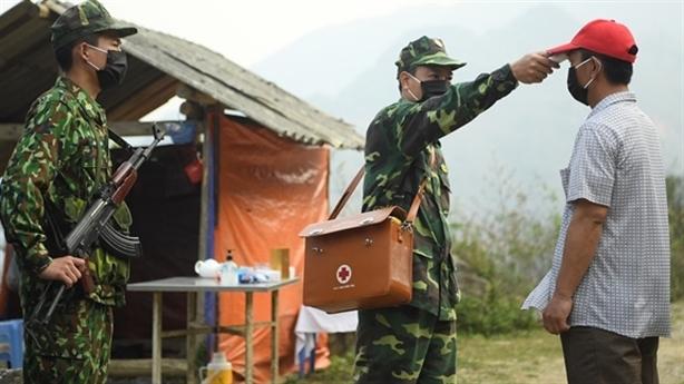 Bộ trưởng Quốc phòng động viên cán bộ, chiến sĩ toàn quân