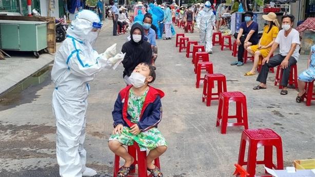 Phó CVP Đoàn ĐBQH gạt tay vào nhân viên y tế:'Hiểu nhầm'