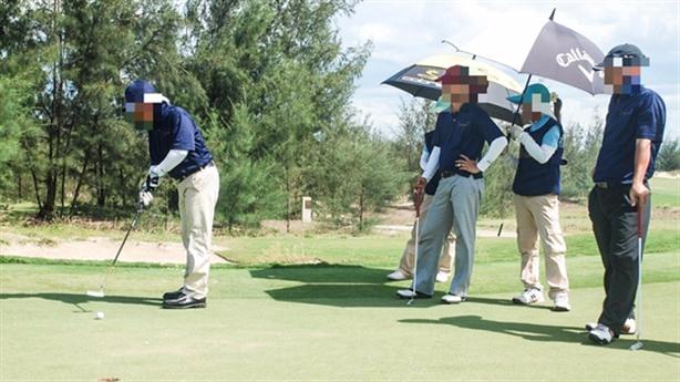 GĐ Sở chơi golf mùa dịch; bất ngờ con gái bầu Đức