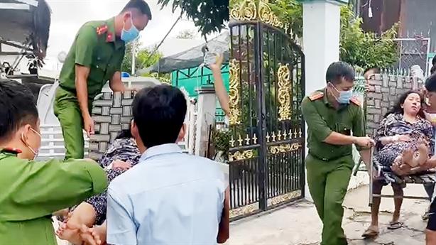 Công an phường không ngần ngại đưa người hôn mê tới viện