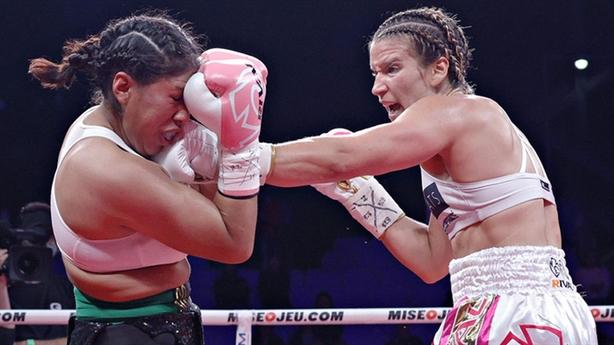 Nữ võ sĩ nguy kịch sau đòn knock-out của đối thủ