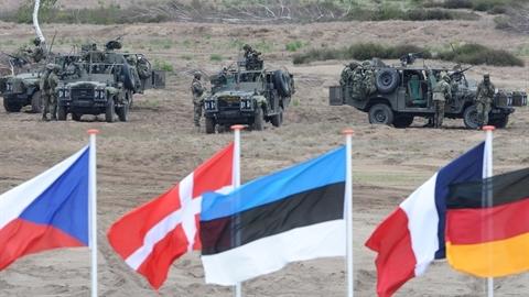 NATO được kêu gọi:'Sẵn sàng chiến tranh' với Nga tại Đông Âu