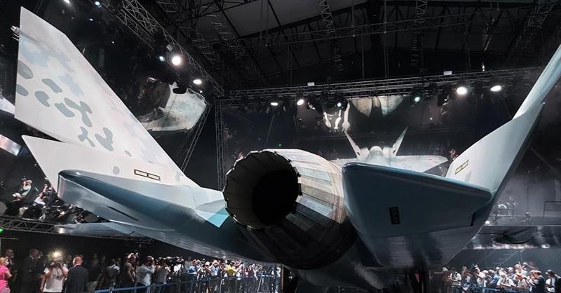 Trong khi đó, tên lửa PL-15 của Trung Quốc đang được sản xuất \