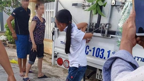 Bé 12 tuổi trộm tiền làm từ thiện: Ứng xử cho khéo