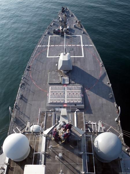 Ở phiên bản tiêu chuẩn hiện nay, đạn của hệ thống Mk45 127mm chỉ có tầm bắn hiệu quả quả 15-16 km, và độ chính xác cũng không cao, khiến các tàu chiến Mỹ phải tốn rất nhiều đạn mới có thể tiêu diệt mục tiêu.