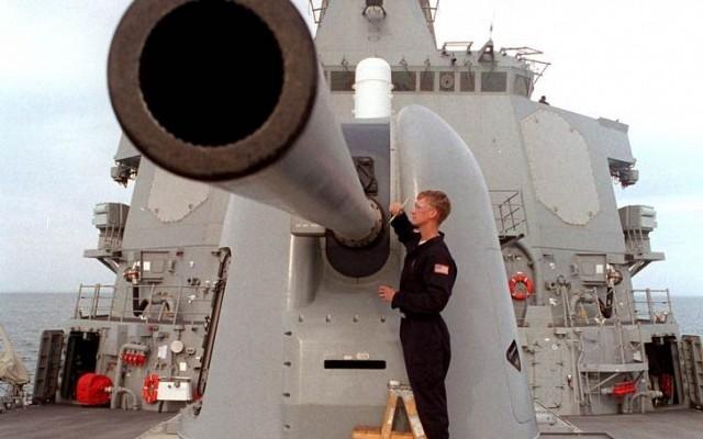 Được biết, ngay từ năm 2014, hãng Raytheon đã phát triển đạn dẫn đường GPS Excalibur N5, đáp ứng yêu cầu về độ chính xác cho pháo hạm của hải quân Mỹ, đồng thời tăng tầm bắn hiệu quả lên đến 48,1 km. Loại đạn mới này được Raytheon bắn thử nhiều lần và cho kết quả rất khả quan.