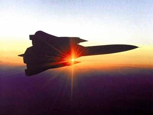 Về lý thuyết, máy bay duy nhất trên thế giới có đủ khả năng để ngăn chặn nó là chiến đấu cơ trên tàu sân bay F-14 Tomcat với tên lửa không chiến tầm xa tốc độ cao AIM-54 Phoenix. Những tên lửa này đã được tối ưu hóa để ngăn chặn tên lửa hành trình của Liên Xô bay ở cùng độ cao như SR-71. Phoenix với tốc độ bay 4-5M, đủ nhanh để bắt kịp và tiêu diệt SR-71.