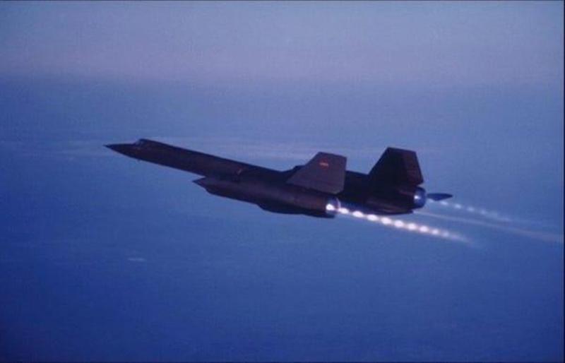 Với tính năng kỹ thuật cao như vậy cho đến tận ngày nay vẫn chưa có bất kỳ chiếc máy bay có người lái nào trên thế giới bắt kịp Blackbird về tốc độ. Chính vì vậy, khi còn hoạt động, SR-71 Blackbird có thể dễ dàng bay do thám Liên Xô mà không bị đánh chặn.