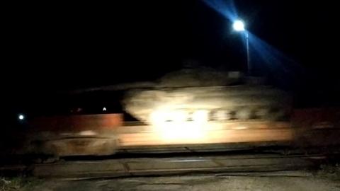 Ukraine bất ngờ kéo vũ khí tới biên giới Nga trong đêm