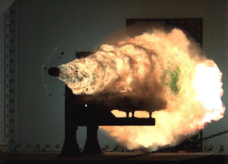 Như vậy, sau 16 năm phát triển với hàng chục cuộc thử nghiệm và tinh chỉnh khác nhau, cuối cùng Mỹ phải khai tử chương trình Railgun đầy tham vọng của mình. Tại thời điểm chương trình mới khởi động, cả nhà sản xuất và Hải quân Mỹ hy vọng Railgun sẽ tạo nên cuộc cách mạng về công nghệ, tính hiệu quả nhưng có giá thành rất thấp dành cho cả nhiệm vụ đối hải, đối đất và đánh chặn.