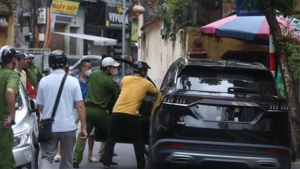 Xe Beijing đại náo tuyến phố: Xử lý hành chính?