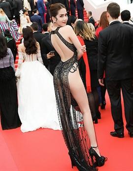 Cách đây vài năm, nữ hoàng sexy của showbiz Việt từng có màn xuất hiện ồn ào tại thảm đỏ Cannes.