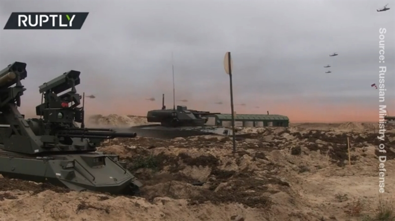 Để hoàn thành nhiệm vụ chiến đấu của mình, Uran-9 được trang bị rất ấn tượng với tháp pháo tích hợp súng cối 2A72 loại 30mm gồm 200 viên đạn, súng máy 7.62mm (1.000 viên) và 4 tên lửa chống tăng Ataka, vũ khí nhiệt áp hạng nặng Shmel-M.
