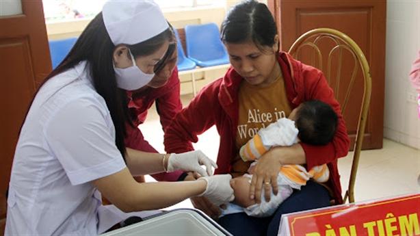 Kỷ luật GĐ trung tâm y tế tiêm Pfizer cho trẻ em