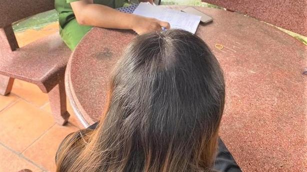 Cô gái chê gạo cứu trợ, để dành cho gà:'Đáng phê phán'