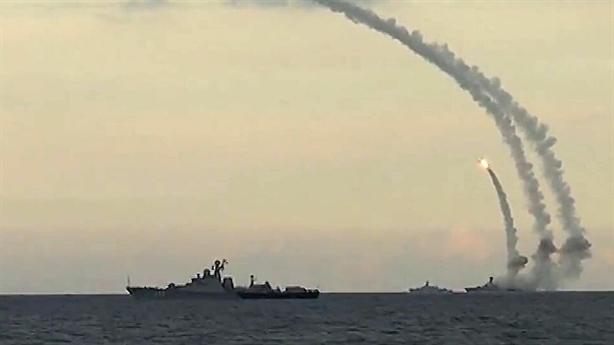 Nga dội Kalibr khi Ukraine tập trận Rapid Trident 2021