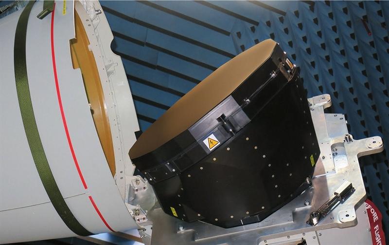 Việc phát triển radar mảng pha quét điện tử chủ động (AESA) ECRS Mk2 do nhà thầu BAE Systems của Anh và Leonardo của Ý chịu trách nhiệm.