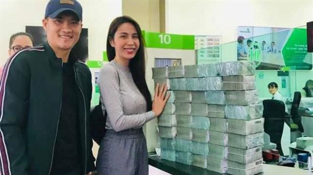 Vietcombank lên tiếng sao kê; thêm Vy Oanh tố bà Phương Hằng