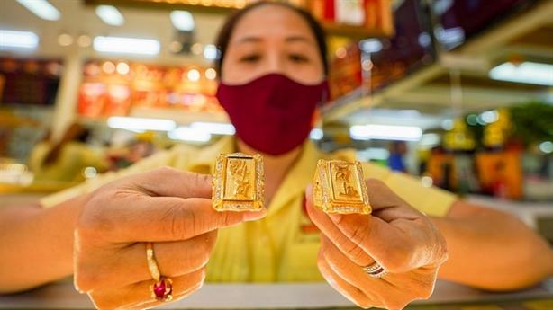 Làm gì để rút ngắn chênh lệch giá vàng trong nước?