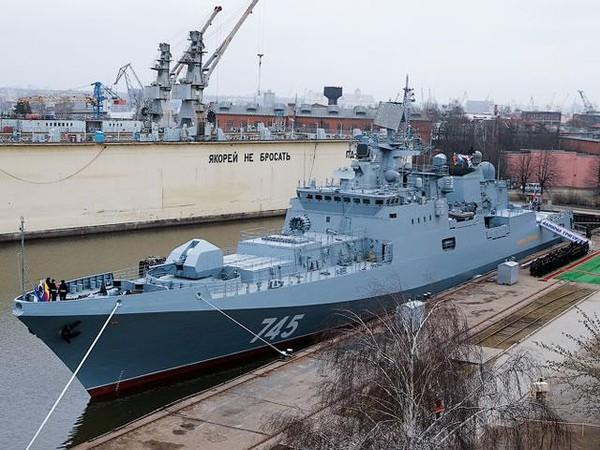 Theo kế hoạch ban đầu, nhà máy Kaliningrad Yantar phải đóng 6 khu trục hạm Dự án 11356 cho Hạm đội Biển Đen, nhưng công việc phải tạm dừng do thiếu các động cơ điện mà trước đó Ukraine cung cấp.