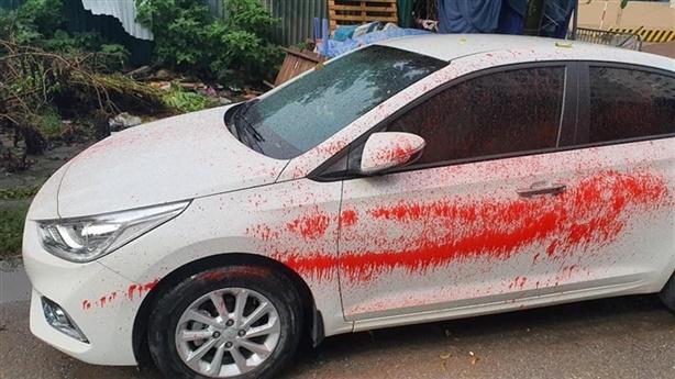 Loạt ôtô trong khu đô thị bị tạt sơn đỏ nham nhở
