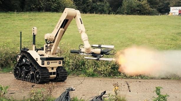 Siêu robot T7 không giúp căn cứ Mỹ thoát đòn?