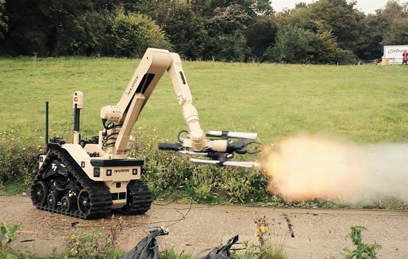 Theo Technologies, robot T7 nặng khoảng 322 kg và được thiết kế để thực hiện các nhiệm vụ như vô hiệu hóa các thiết bị nổ ngẫu hứng do phương tiện gây ra. Robot T7 cũng hoạt động tốt trong thu thập, giám sát, trinh sát đối phương và các nhiệm vụ liên quan đến đơn vị SWAT.
