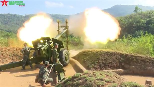 Pháo binh, xe tăng Việt Nam phối hợp diễn tập