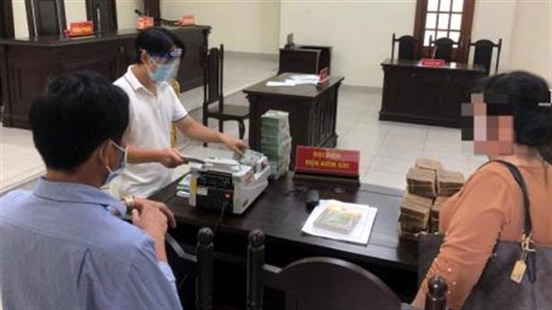 Phiên toà chia thừa kế: Chia bao tải tiền tại tòa