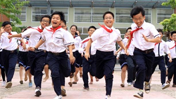 Vụ đồng phục học sinh giá cao: Có nhất thiết...?